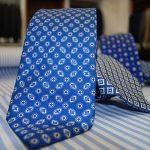 Cravatte artigianali Roma. Hom's offre un servizio esclusivo di produzione cravatte su misura. Vieni a trovarci in Viale Ventuno Aprile 70 a Roma.